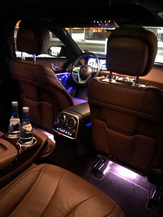 Hier sehen Sie unsere Mercedes S-Klasse Limousine von innen - Luxus für unsere Gäste von Diamond Travel Service Tyrol OG - Vip Limousinenservice.