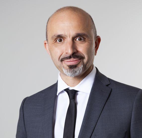 Hier sehen Sie Askin Kalafat - Geschäftsführer von Diamond Limousine Service GmbH - Vip-Limousinenservice